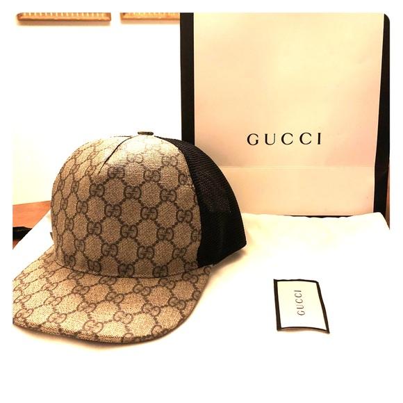 5a23f7545d5 Gucci Accessories - Gucci GG Supreme baseball hat